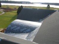 Dach pokryty papą izolacyjną